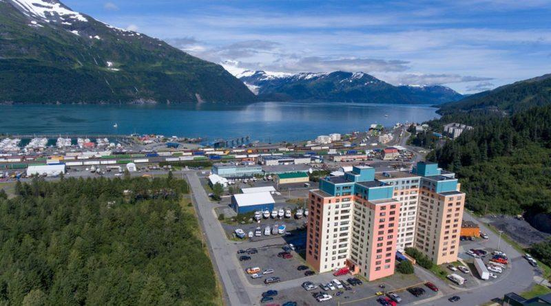Whittier: in Alaska, la città turistica dentro un solo palazzo