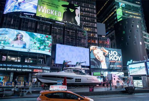 Azimut s6 Times Square