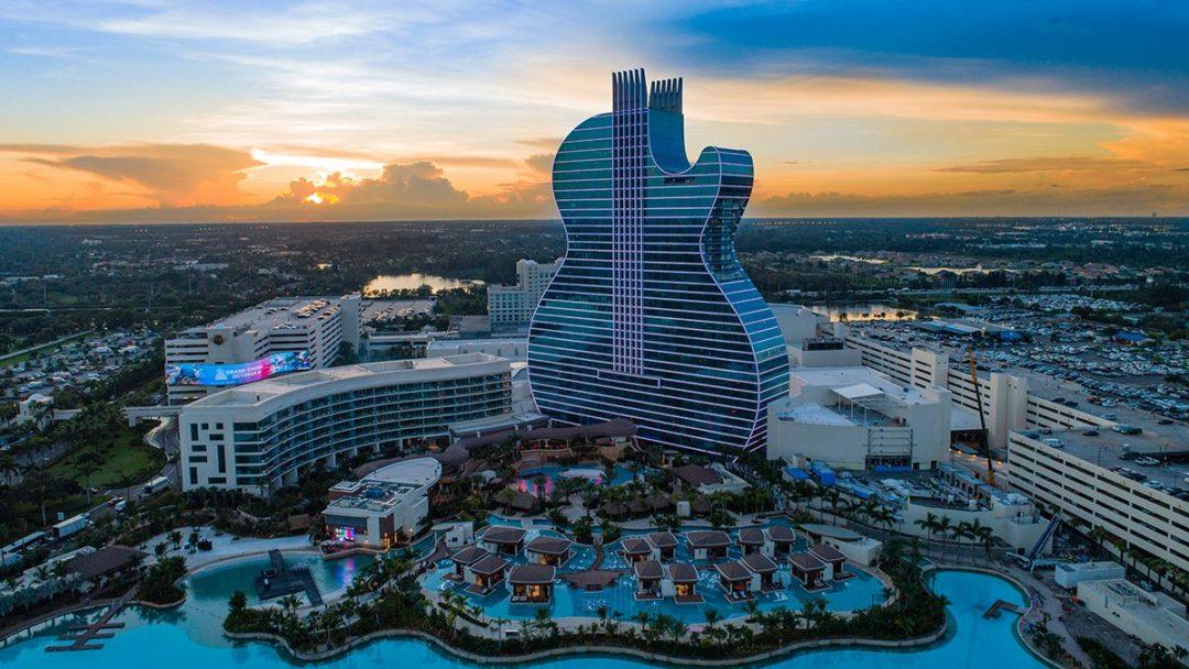 Aperto in Florida l'unico hotel al mondo a forma di chitarra (gigantesca)
