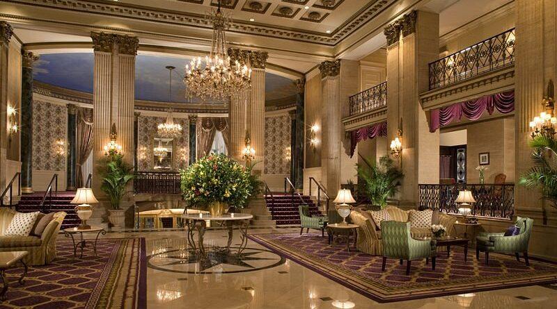 New York perde un'altra icona. Chiude il Roosevelt Hotel